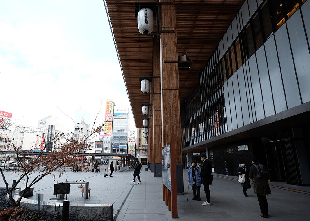 善光寺の最寄り駅、建て替えられた長野駅善光寺口