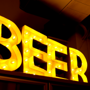 Titans Craft Beer Taproom & Bottle Shop(タイタンズ クラフトビアタップルーム&ボトルショップ)